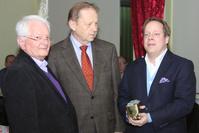 (v. l.) Preistraeger Peter Nickel, Laudator Klaus Volker Walter und Guido Mueller, Vorsitzender des Turnbezirks Siegerland Sued.
